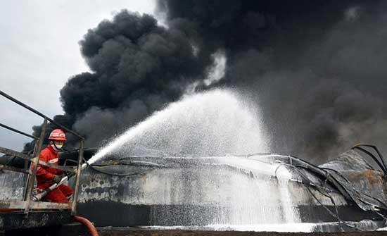 مقتل 41 شخصا في حريق بأحد السجون في إندونيسيا .. بالفيديو