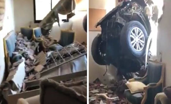 شاهد : من داخل المنزل الذي اخترقت جداره سيارة مسرعة بجدة