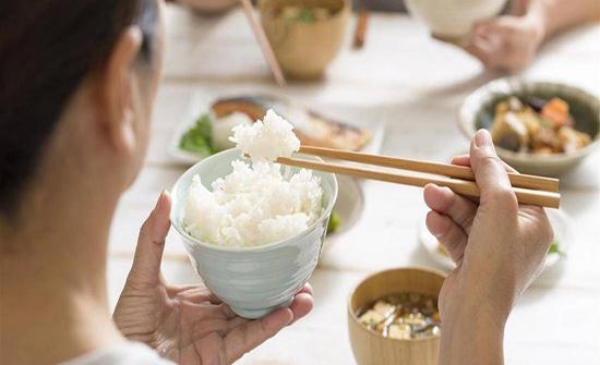 كيف تأكل الأرز الأبيض وتحافظ على وزنك؟