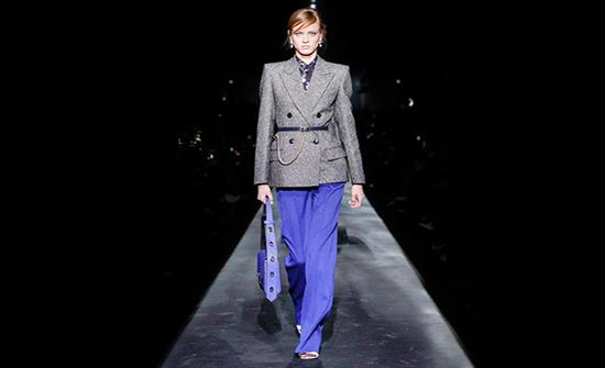 صور : إطلالات تناسب المحجبات باللون الأزرق من أسابيع الموضة