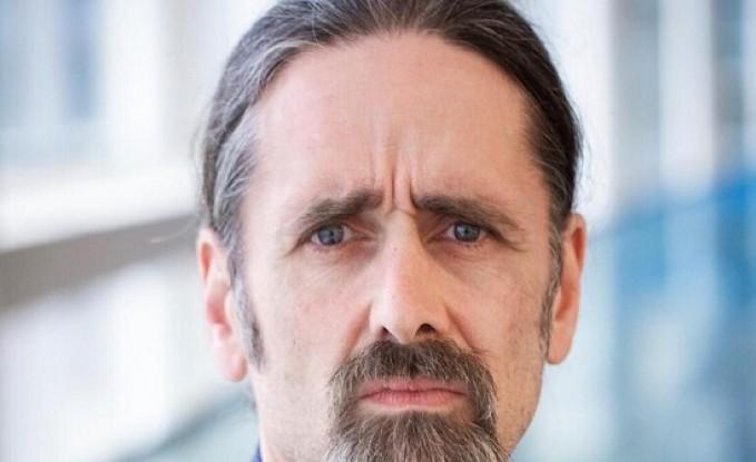 نائب إيرلندي يظهر دون سروال في اجتماع للبرلمان الأوروبي