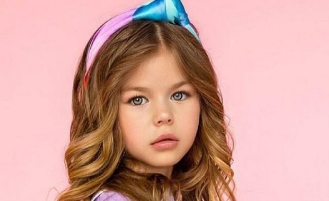 بالصور.. هذه هي أجمل طفلة في العالم على الإنترنت