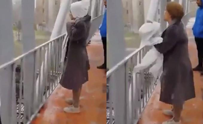 بالفيديو : إيرانية تحتج بخلع حجابها وتصف خامنئي بقليل الشرف