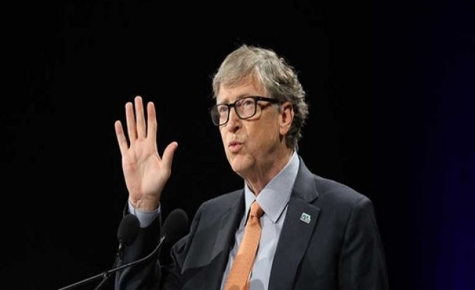"""""""رسائل غير ملائمة"""" بين بيل غيتس وموظفة بمايكروسوفت"""