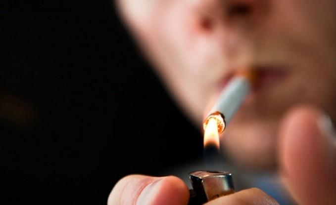 بالفيديو : اراد التبرع باعضائه .. إزالة رئتين لونهما اسود لمتوفي مدخن