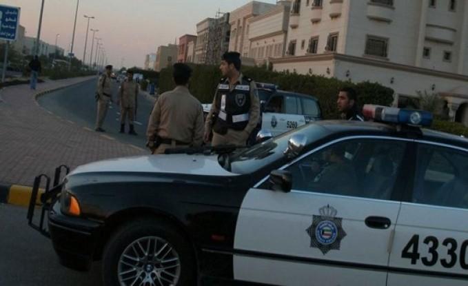 """الكويت.. حارس عمارة يطرق باب بريطانية ليقبلها """" غصب """""""