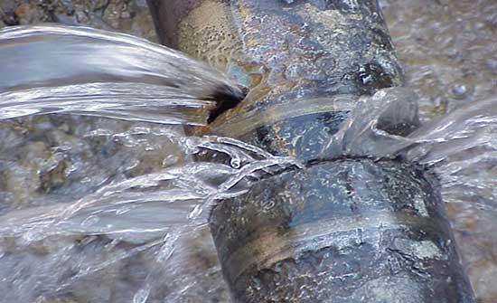اصلاح خط المياه المغذي لمنطقة البشرية بالبادية الشمالية