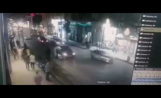 بالفيديو : سيارة مسرعة تدهس عددا من المواطنين وسط القاهرة