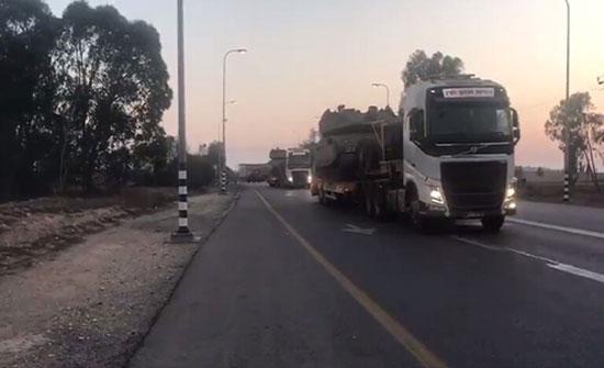 """بالفيديو : إسرائيل ترسل دبابات """"ميركافا"""" إلى الحدود مع غزة"""