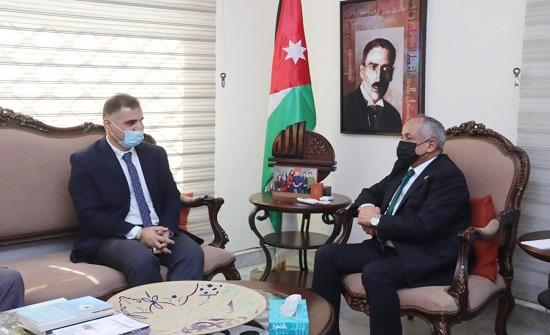 وزير الثقافة يلتقي رئيس جمعية المترجمين الأردنيين