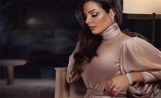 إطلالات نادين نجيم بفساتين السهرة الراقية