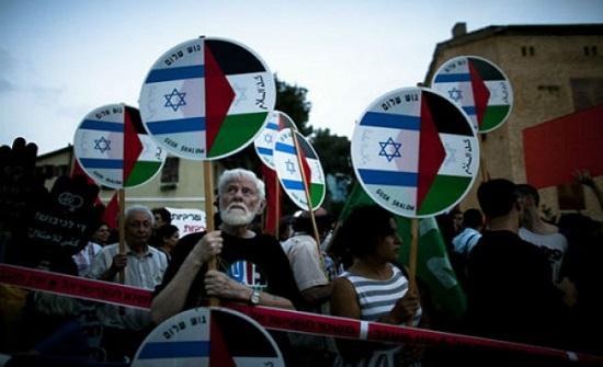 نشطاء السلام يتظاهرون في تل ابيب اليوم رفضا للضم والاحتلال
