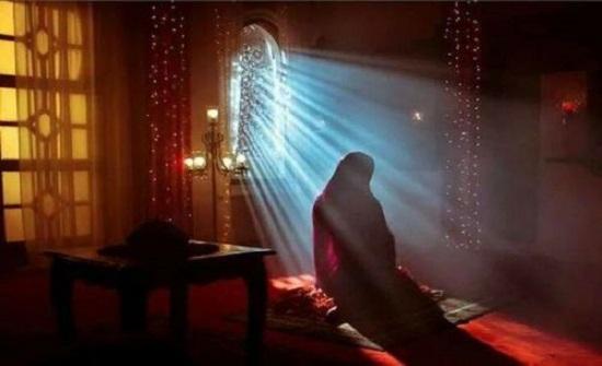 الافتاء : جهر المرأة بالقراءة أثناء الصلاة فيه تفصيل