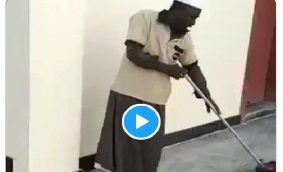 فيديو : فقير يقرأ القرآن باحتراف