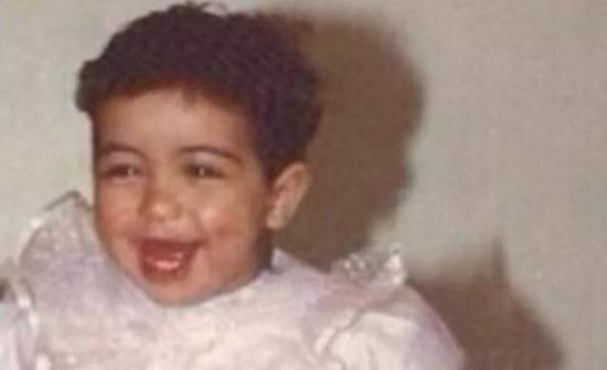 خمنوا من هي هذه الطفلة التي أصبحت اليوم نجمة عربية شهيرة؟