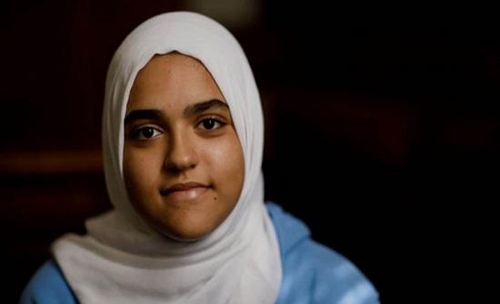 الخطوط الكندية تجبر فتاة مسلمة على خلع حجابها أمام ركاب طائرة