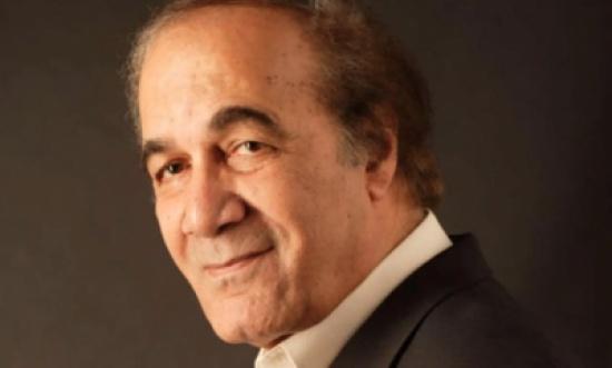 """تفاصيل الأشهر الأخيرة في حياة الفنان المصري الراحل """"محمود ياسين"""" – فيديو"""