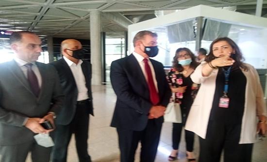 وزير الصحة يتفقد سلامة الإجراءات الصحية في مطار الملكة علياء