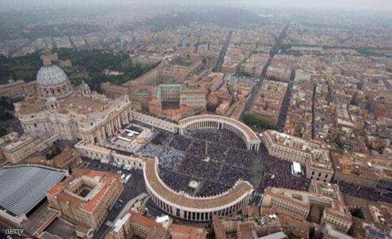 البابا يدعو الحكومات للتعاون لحل مشاكل توزيع لقاحات كورونا