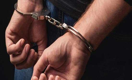 القبض على مشتبه به في مقتل شاب داخل مركبته في منطقة اليادودة