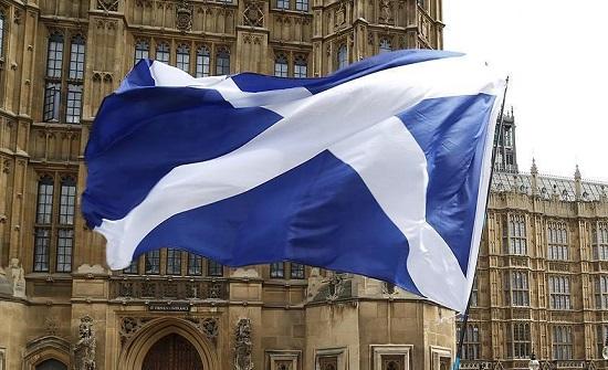 اسكتلندا: بدء تخيف قيود الاغلاق العام نهاية الشهر الجاري