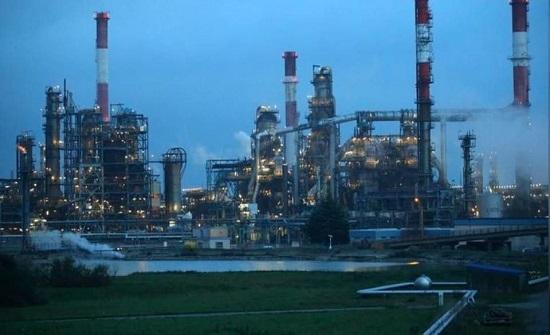 كورونا يواصل ضغوطه.. النفط يتراجع 70% بالنصف الأول