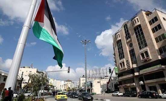 معتصمون برام الله يطالبون عباس بإقالة الحكومة ورؤساء الأجهزة الأمنية .. بالفيديو