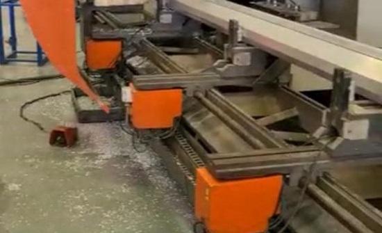 شاهد : مشاهد من مصانع شركة البداد كابيتال خلال تصنيع هياكل المستشفيات الميدانية المتنقلة المخصصة للاردن