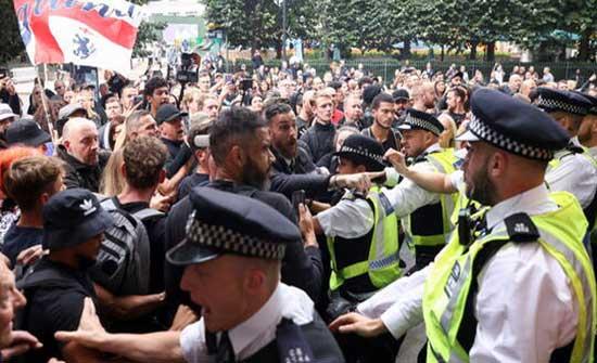 لندن .. اشتباكات بين رجال الأمن ومعارضي التطعيم ضد فيروس كورونا