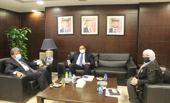 وزير النقل ونظيره العراقي يبحثان تسهيل حركة النقل بين البلدين