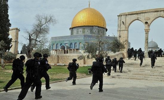 متطرفون يهود يقتحمون الاقصى
