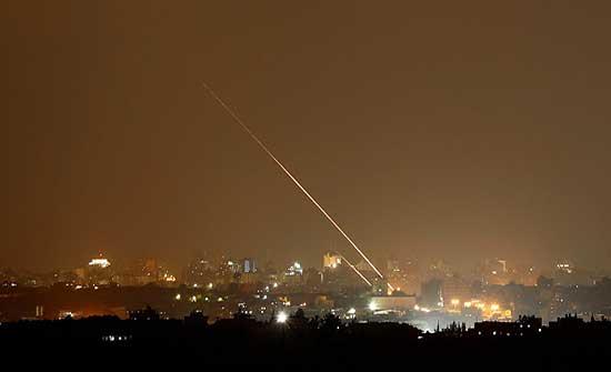 إعلام عبري: إطلاق صاروخين من قطاع غزة نحو بلدات إسرائيلية