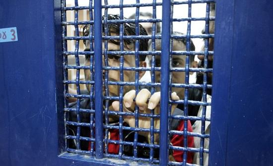 نجل شارون يطالب بمنع إطلاق سراح الأسرى الفلسطينيين إلى غزة