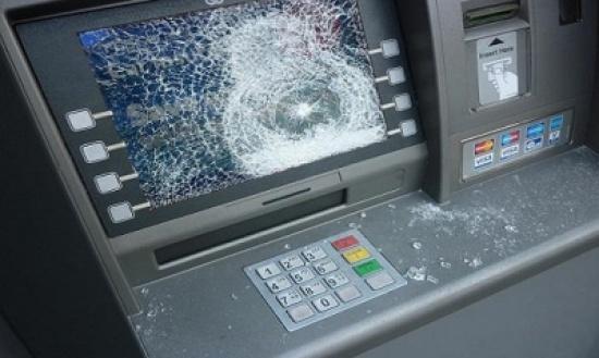 المانيا : تفجير يستهدف ماكينة صراف آلي والأموال تتطاير في الشارع