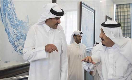 أمير قطر يهاتف ملك السعودية وولى عهده للتهنئة بالعيد