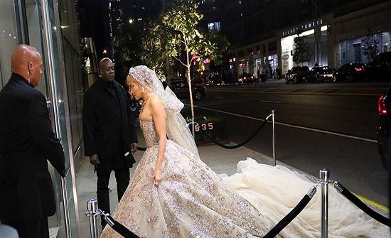 جينيفر لوبيز تخطف الأنظار بفستان زفاف من توقيع مصمم لبناني
