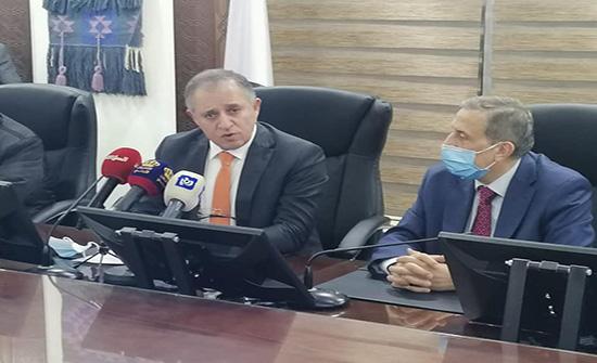 وزير العمل يوقع اتفاقيات توفر 2840 فرصة عمل في القطاع الخاص