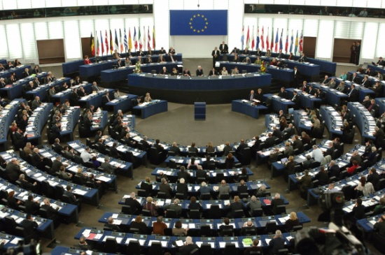 البرلمان الأوروبي يصادق على اتفاقية التجارة مع بريطانيا