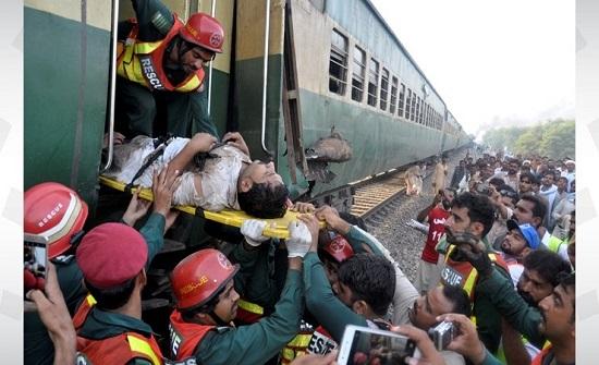 ارتفاع ضحايا تصادم القطارين بباكستان الى 62 قتيلا