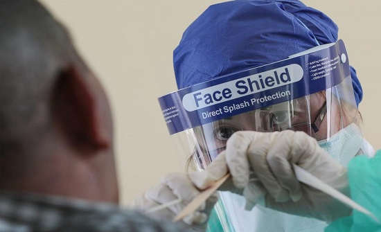 قطر تسجل انخفاضا كبيرا في عدد الإصابات اليومية بفيروس كورونا