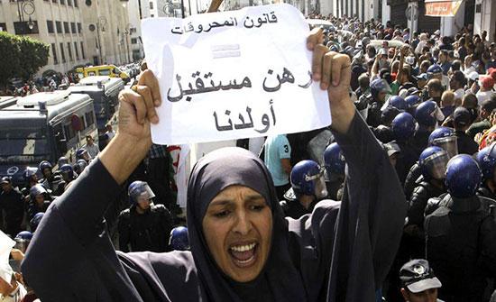 بالفيديو : حراك الجزائر.. تجدد التظاهرات الشعبية رفضاً لقانون المحروقات