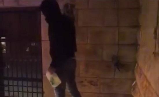 مصدر امني  : الفيديو المتداول لشخص يحاول اشعال النار بنفسه ليس في الاردن