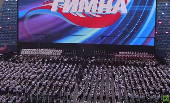 شاهد :  أكثر من 8000 موسيقي يسجلون رقما قياسيا في بطرسبورغ الروسية