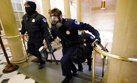 بيلوسي: الكونغرس يعاود الليلة انعقاده للمصادقة على فوز بايدن