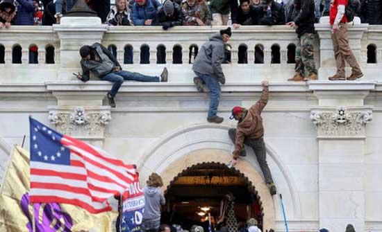 """شرطة الكابيتول تجري تدريبا أمنيا صباحيا وتطالب سكان واشنطن بـ""""عدم الخوف"""""""