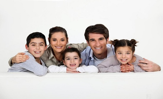 الحجر المنزلي فرصة للتقارب الأسري ولتغيير أنماط السلوك