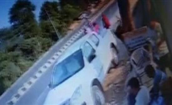 لقطات مروعة لسيارة دفع رباعي تدهس 3 نساء (فيديو)