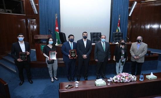 """""""الأردنية"""" تكرم الطلبة القائمين على الفرع الطلابي لمنظمة مهندسي الطاقة"""