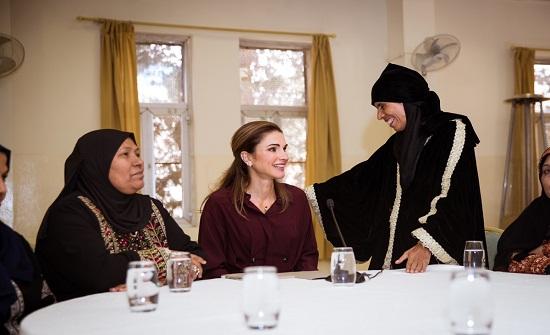 الملكة رانيا تلتقي سيدات من مختلف المناطق وتقدم لهن الدعم