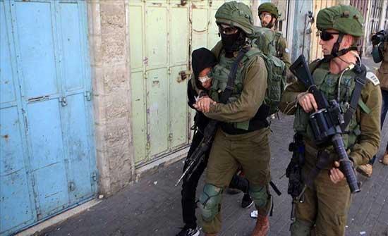 الضفة.. اعتقال شابين وإصابات بالاختناق في مواجهات مع الاحتلال